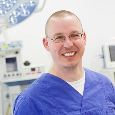 Dr. Bedrich Nakladal, Diplomate ECVS, Fachtierarzt für Kleintierchirurgie