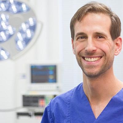 Dr. Kay Schmerbach, Diplomate ECVS, Fachtierarzt für Kleintierchirurgie
