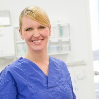 Lena Eckelmann, Assistenztierärztin Chirurgie